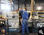يتم تشغيل عمال المعدات