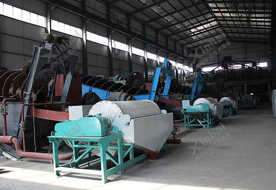 ماذا تتضمن معالجة خام الحديد بشكل أساسي